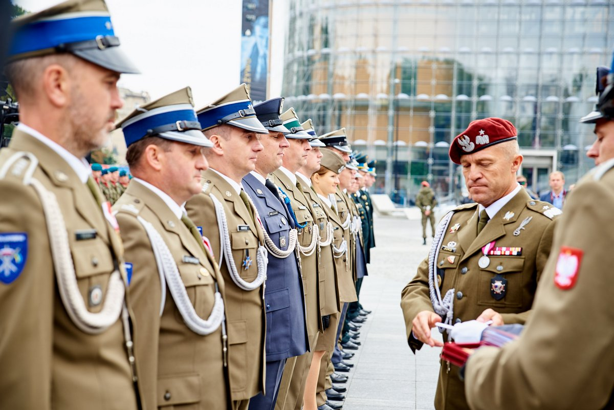 http://www.mil.gov.ua/news/2016/09/19/u-lyublini-vidznachili-den-narodzhennya-litovsko-polsko-ukrainskoi-brigadi/