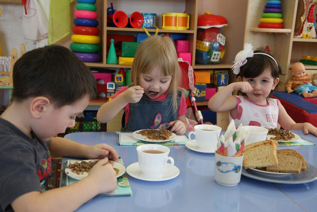 В столичных садиках детей кормили спредом