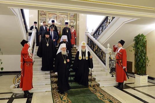 Кирил злямзив ідею папьскої гвардії та оточив себе козачками - зрадниками України
