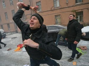 Маргиналы напали на украинское консульство в Петербурге