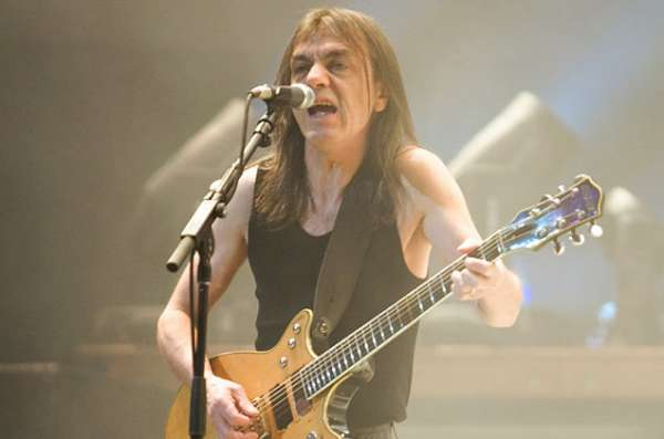 malcolm-young-acdc-650-430-600x397